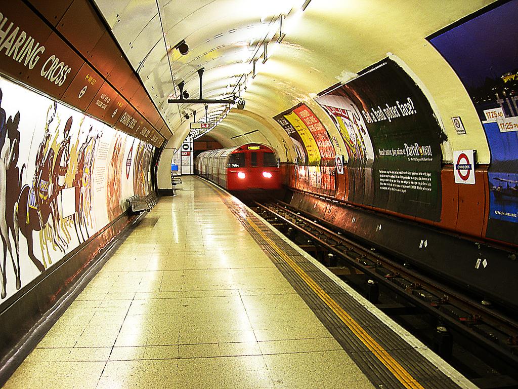 London Tube by Crystian Cruz