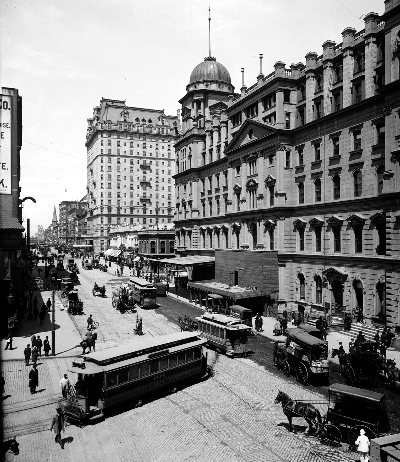 Grand Central Station and Hotel Manhattan, New York, 1900 (Library of Congress)